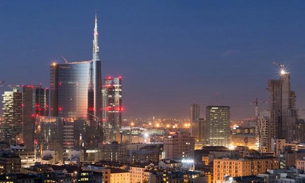 Ночная подсветка современного Милана