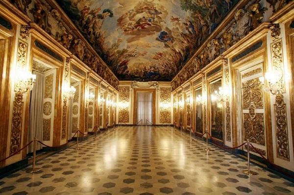 Один из залов Палаццо Медичи (Флоренция, Италия)