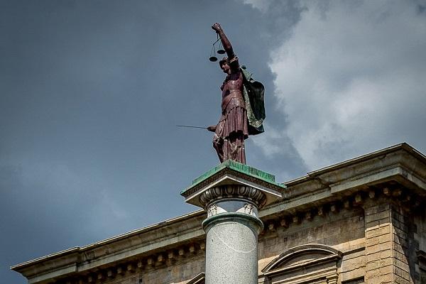 Верхняя часть Колонны Правосудия (Флоренция, Италия)