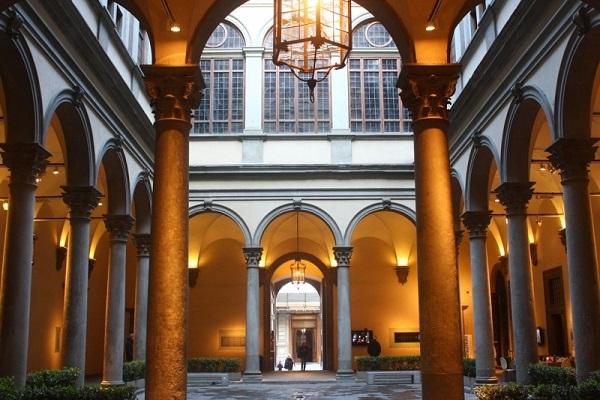 Внутренний дворик Дворца Строцци (Флоренция, Италия)
