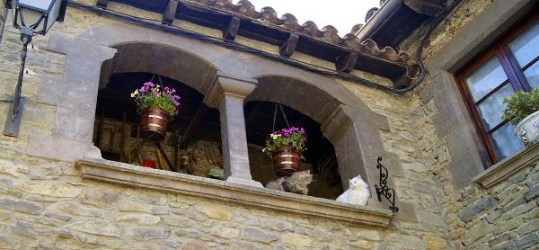 Закрытый балкончик в старинном доме...(Рупит, Испания)